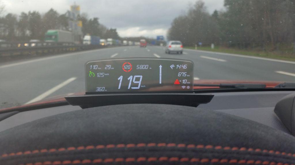 Name:  BMW_HeadUpScreen_1M_08.jpg Views: 265347 Size:  56.2 KB