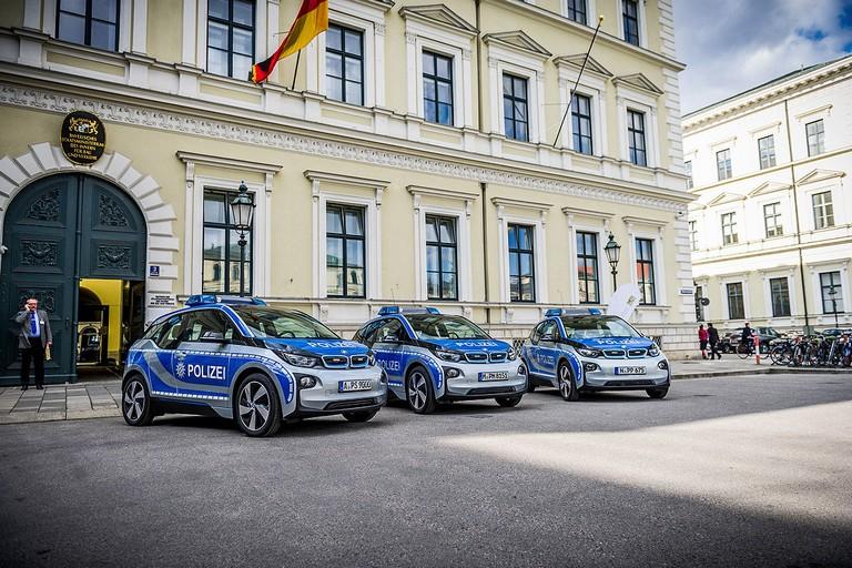 Name:  Polizei-Einsatz     Autos-im-Polizei-Einsatz-1200x800-2a908a06f95ddb7c.jpg Views: 334 Size:  160.5 KB