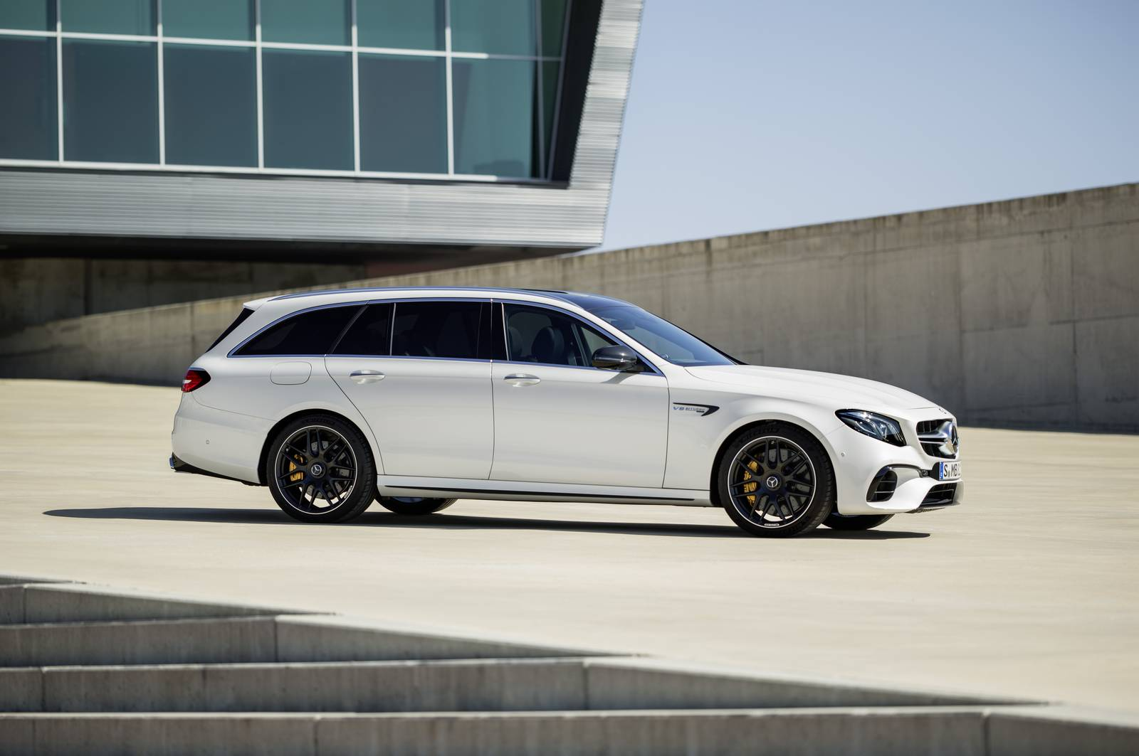 Name:  Mercedes-AMG-E63-S-Estate-13.jpg Views: 1093 Size:  106.4 KB