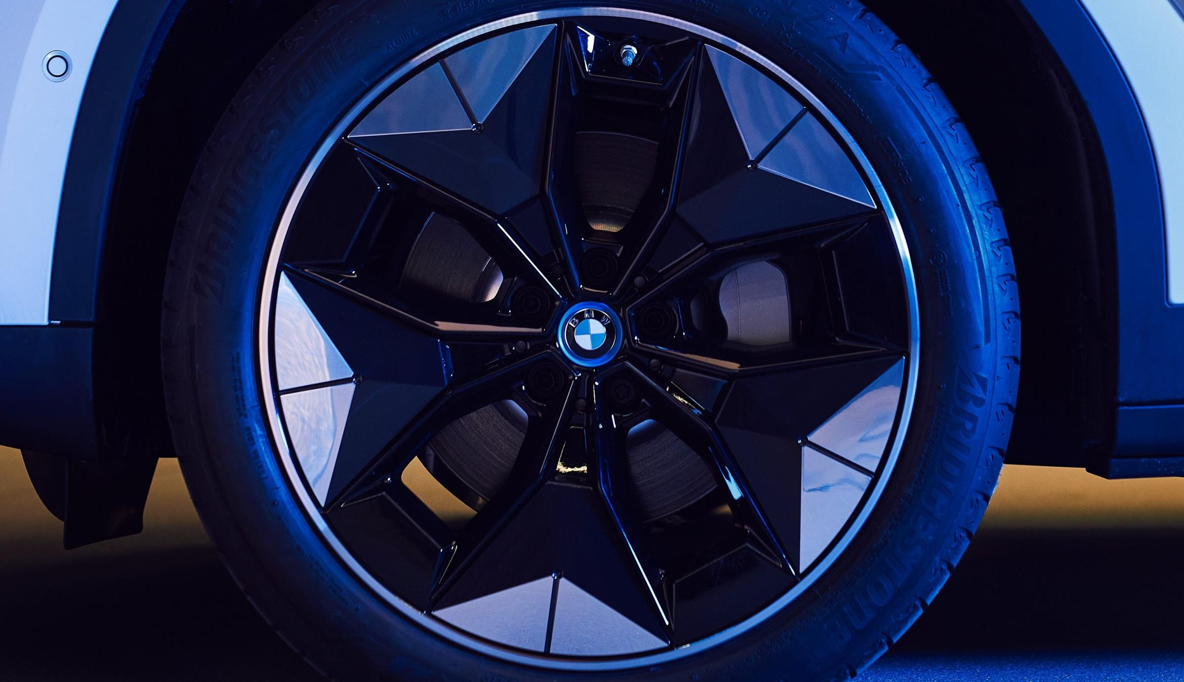Name:  BMW iX3 i4 Aerodynamic Wheels1 2.jpg Views: 4299 Size:  238.1 KB
